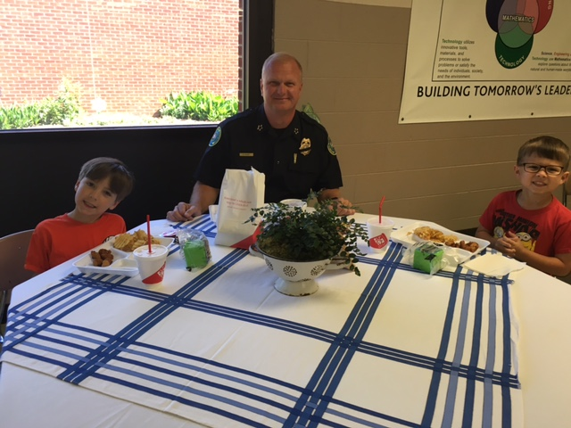 Gallatin Police Chief comes for lunch